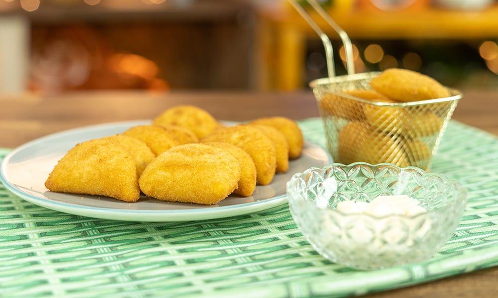 Risoles de milho com queijo