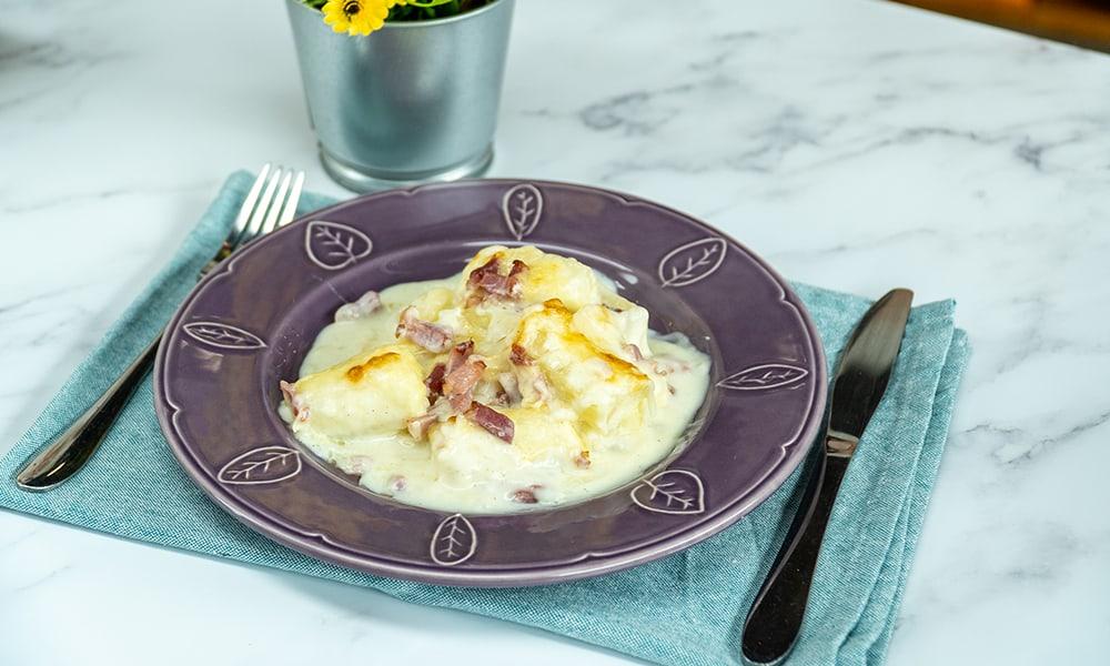 Mandioca de forno gratinada com bacon