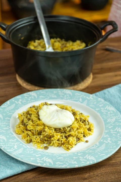 Arroz de lentilhas com ovo poché