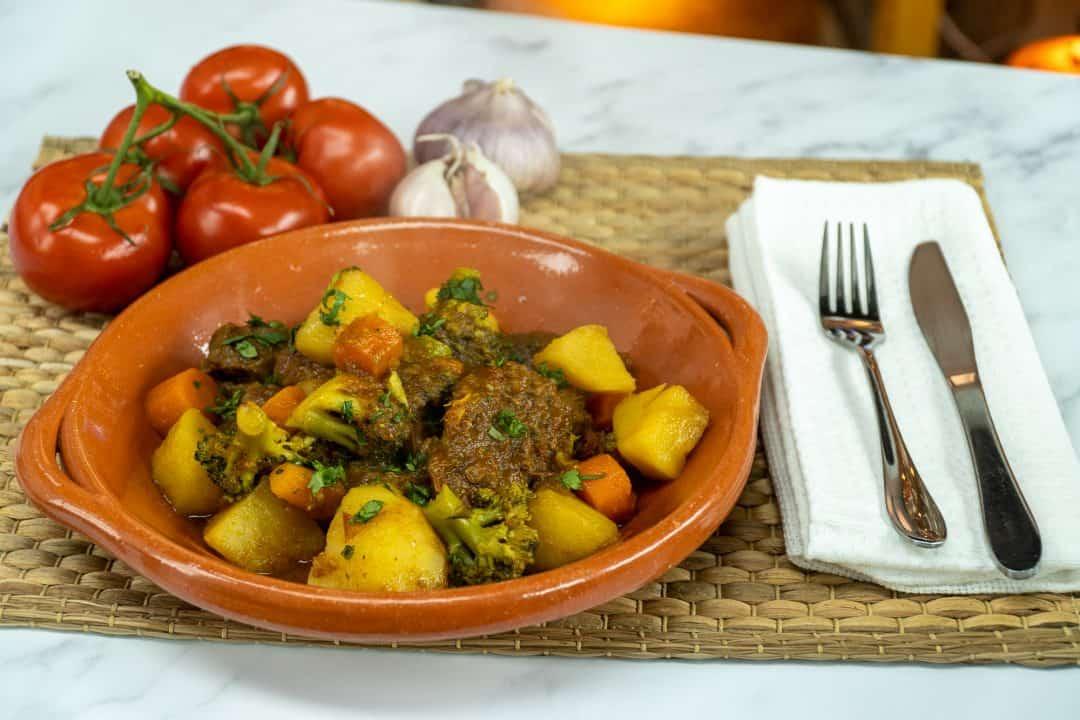 Carne na pressão com legumes